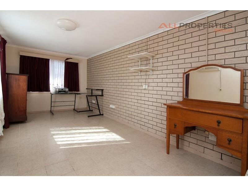 7 LANGHAM STREET, Hillcrest QLD 4118