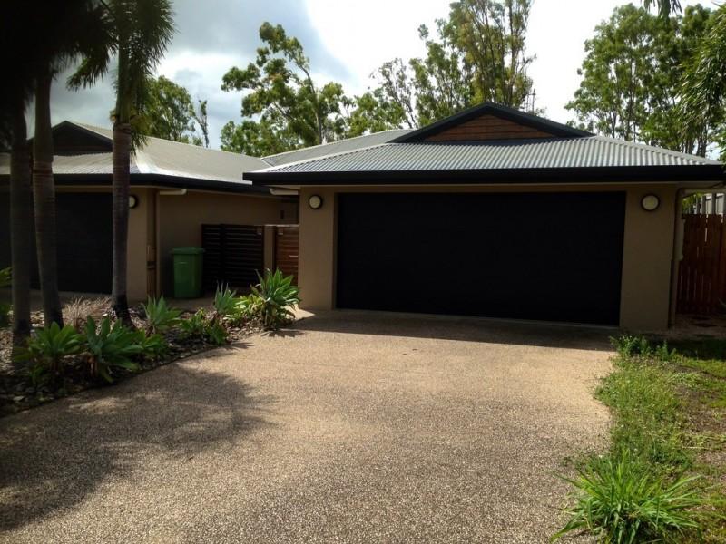 Unit 2 / 24 Links Drive, Cannonvale QLD 4802