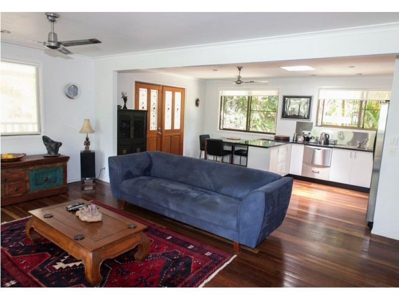4 Hamilton Avenue, Cannonvale QLD 4802