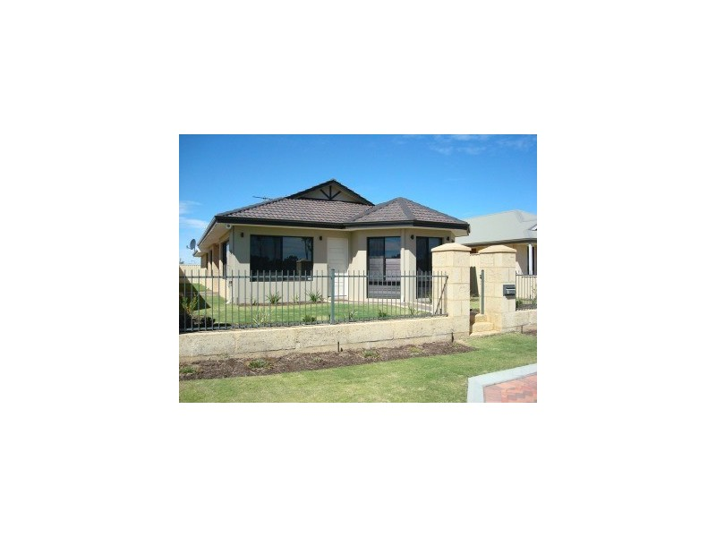 12 Pitta Corner, Success WA 6164