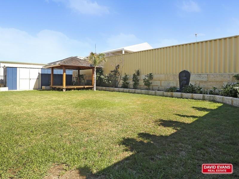 4 Ornata Bend, Banksia Grove WA 6031