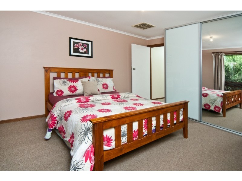 33 Monaro Road, Aberfoyle Park SA 5159