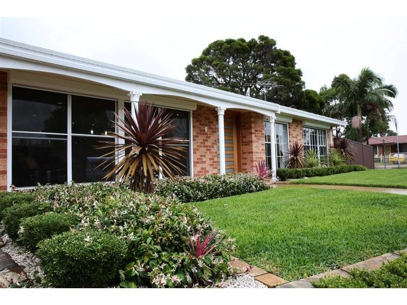 5 Guys Pl, St Johns Park NSW 2176