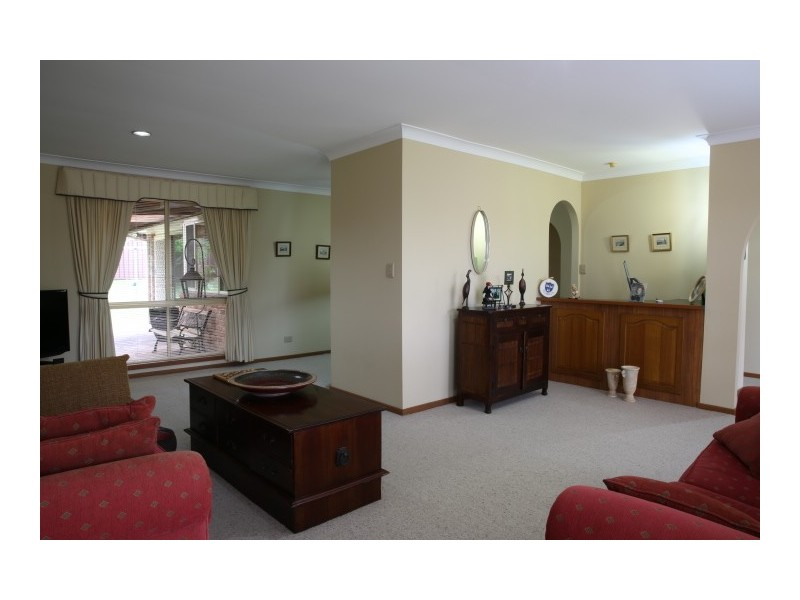 9 Unsworth St, Abbotsbury NSW 2176