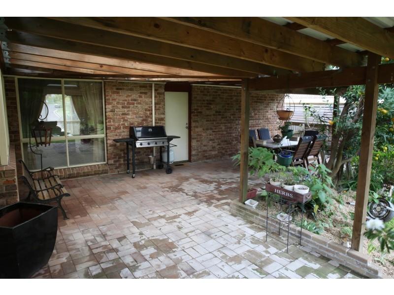 9 Unsworth St, Abbotsbury NSW 2176