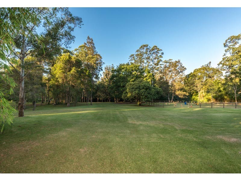 253 Rafting Ground Road, Brookfield QLD 4069