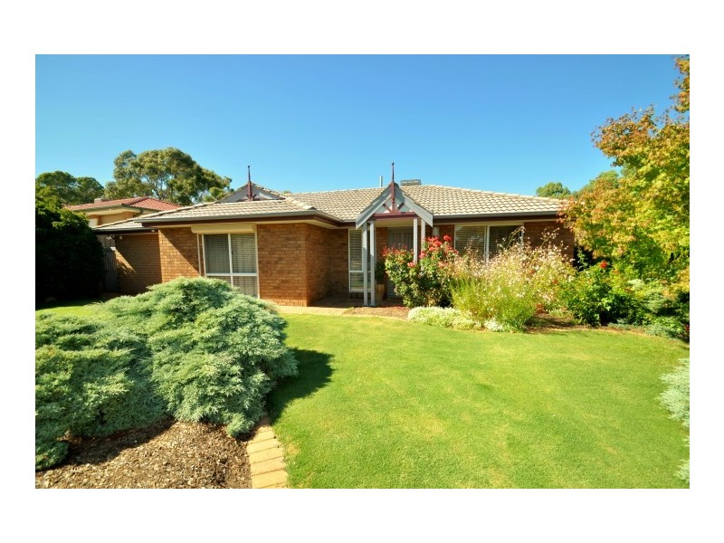 10 Outlook Drive, Aberfoyle Park SA 5159
