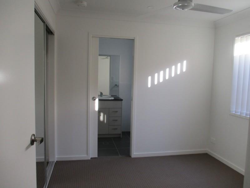 3b Molly Ct, Eagleby QLD 4207