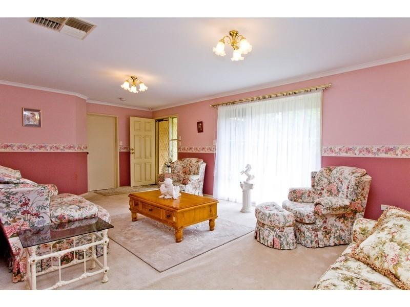 2 Pinehurst Court, Craigmore SA 5114