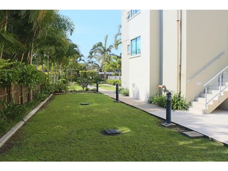 2/107 Esplanade, Bargara QLD 4670