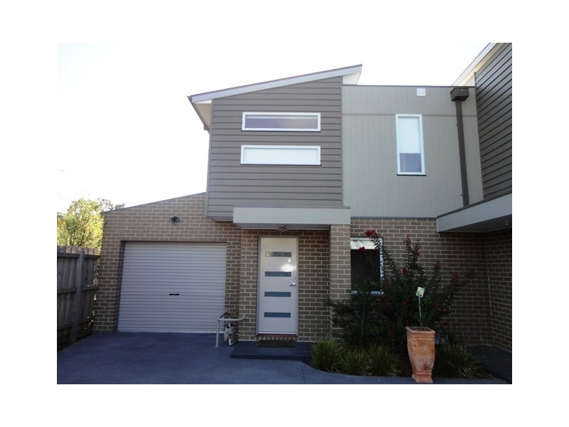 2/16 Lorensen Avenue, Coburg North VIC 3058