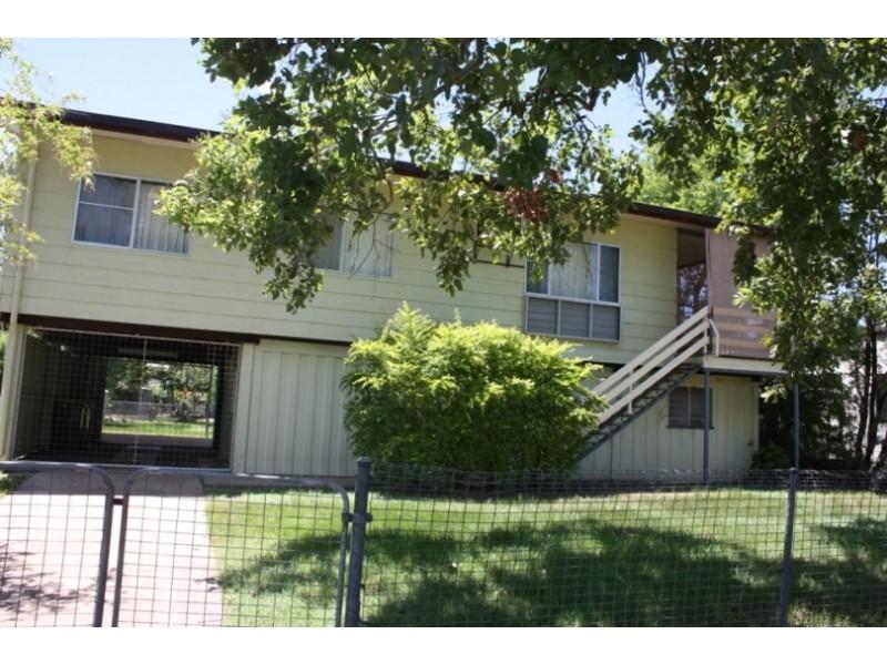 9 Roxburgh Street, Capella QLD 4723