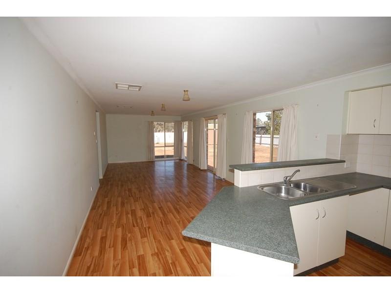 26 DeMamiel Street, Darlington Point NSW 2706