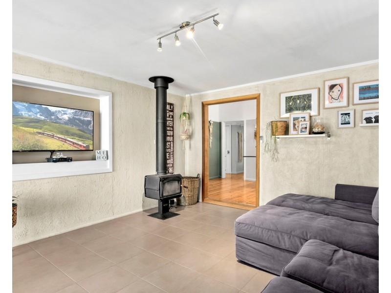 11 William Avenue, Warilla NSW 2528