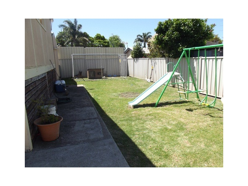 11 Messenger Road, Barrack Heights NSW 2528