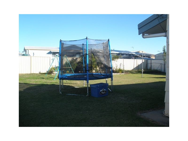 35 Stower St, Blackwater QLD 4717