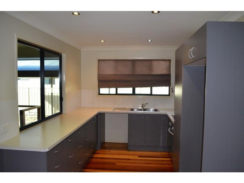 17 Blackbutt Street, Blackwater QLD 4717