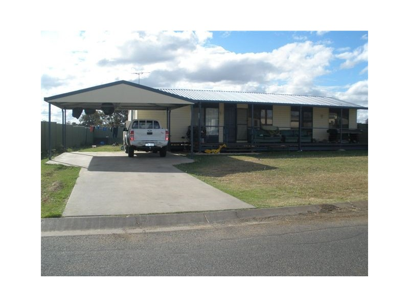7 Summer Red Court, Blackwater QLD 4717