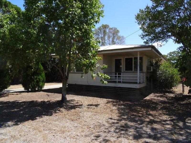25 Seeman Street, Blackwater QLD 4717