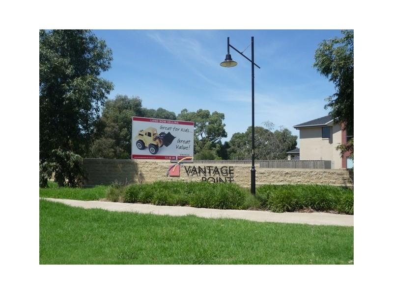 814 Towerhill Ave, Doreen VIC 3754