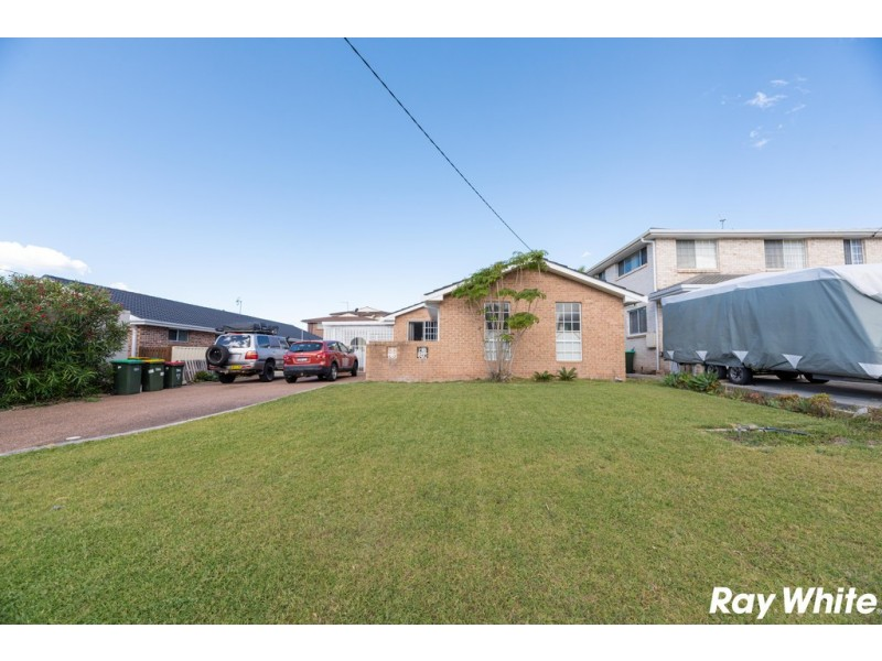 32 Lakeview Crescent, Forster NSW 2428