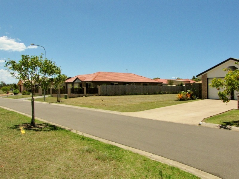 8 Dory Drive, Point Vernon QLD 4655