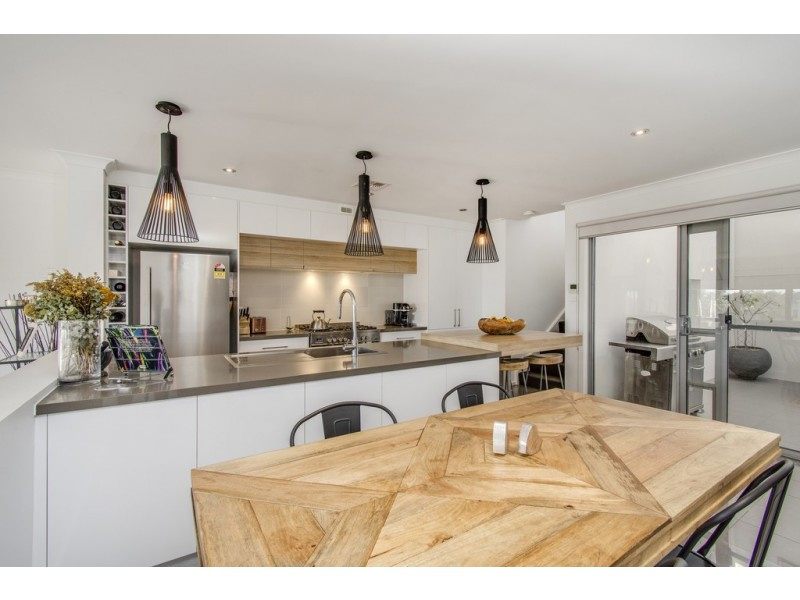 2/155 Plimsoll Drive, Casey ACT 2913
