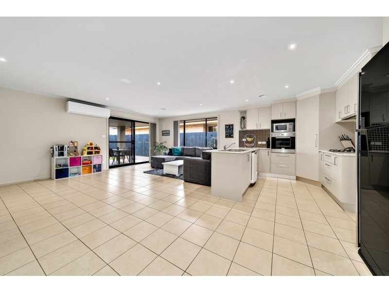 8 Dorothy Green Crescent, Franklin ACT 2913