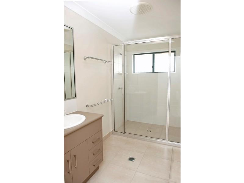 27 Heather Ave, Rasmussen QLD 4815