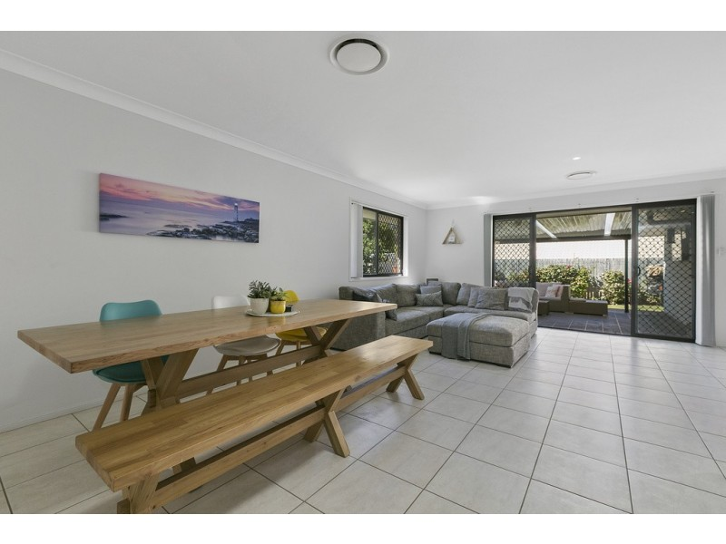 4 Dory Close, Redland Bay QLD 4165