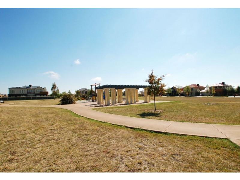 17  Bay Meadow Green, Craigieburn VIC 3064