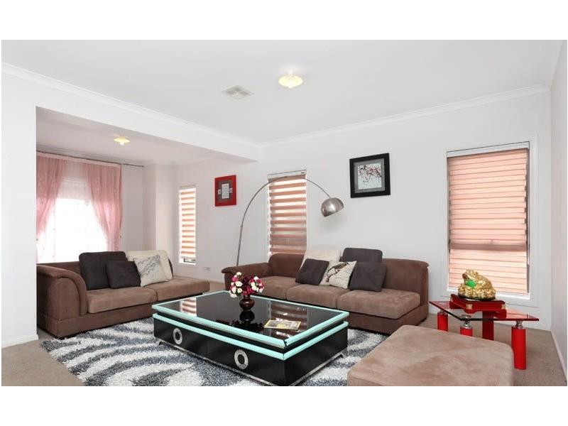 1 Monckton Place, Caroline Springs VIC 3023
