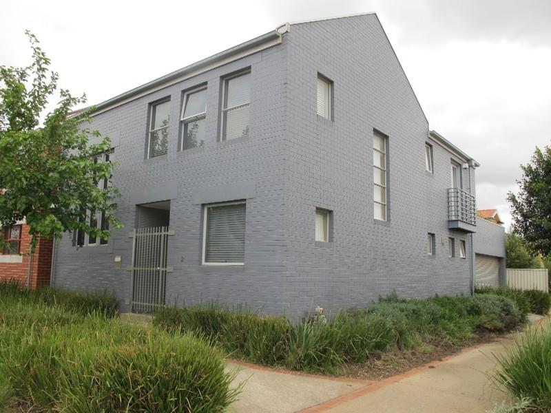 2 Beacon Lane, Caroline Springs VIC 3023