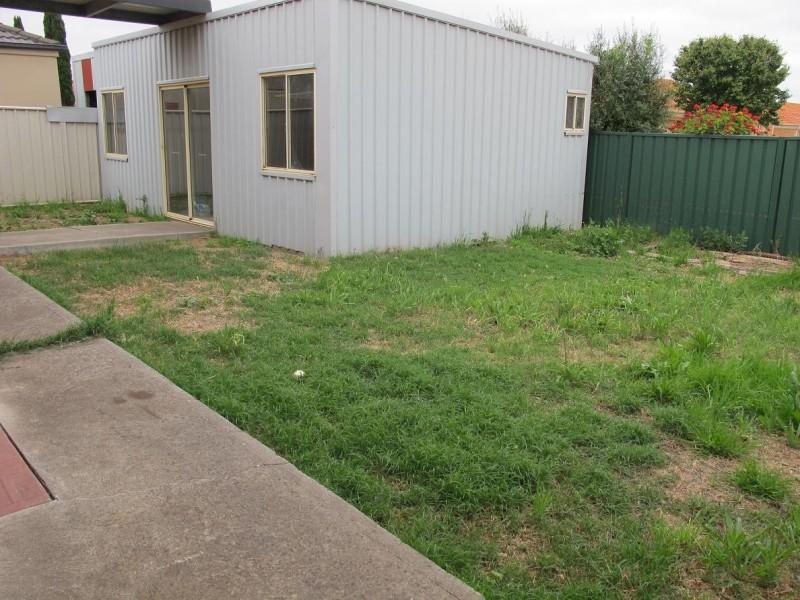 14 Lalor Crt, Caroline Springs VIC 3023