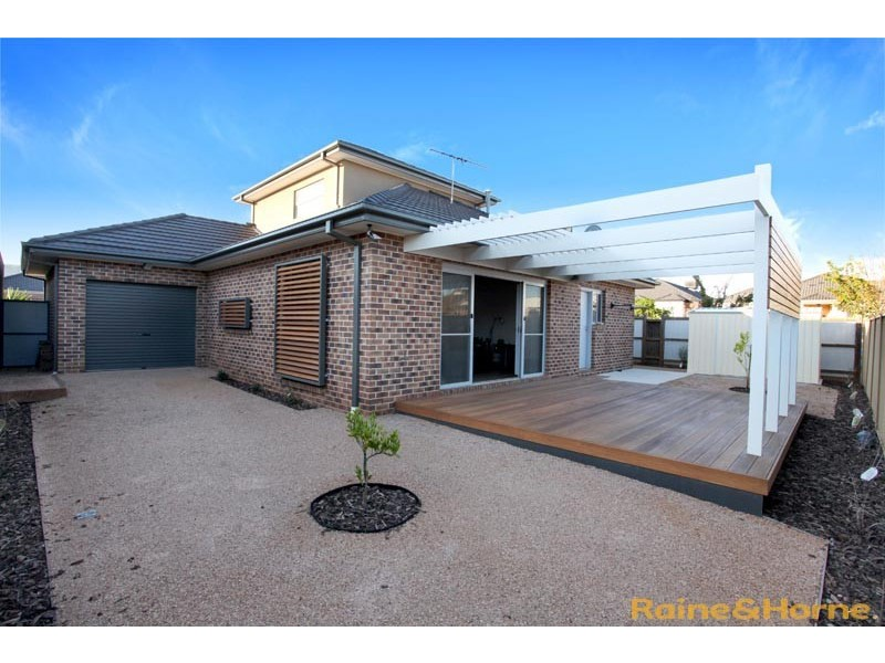 6 Aberfeldie Way, Caroline Springs VIC 3023