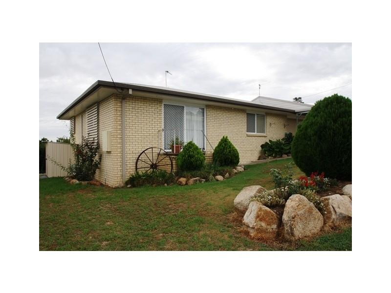 Unit 2 121 Locke Street, Warwick QLD 4370