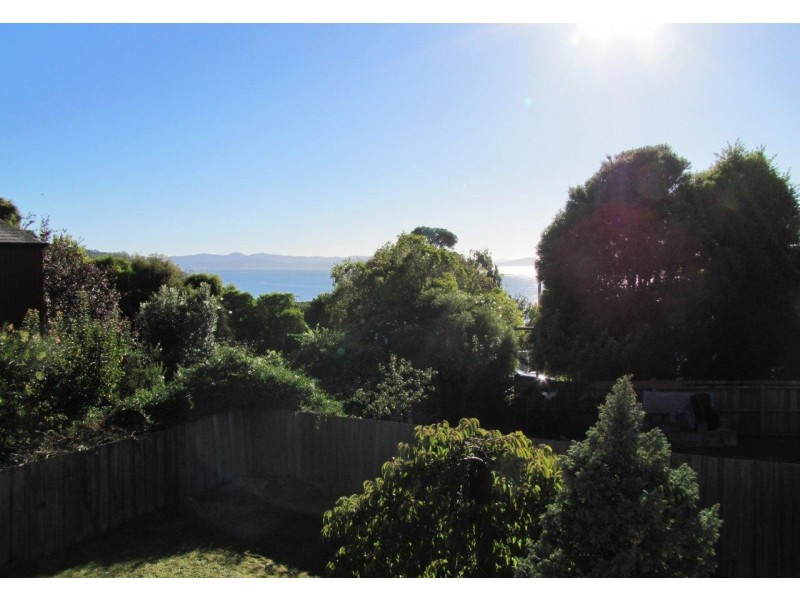 11 Nicholas Drive, Kingston Beach TAS 7050