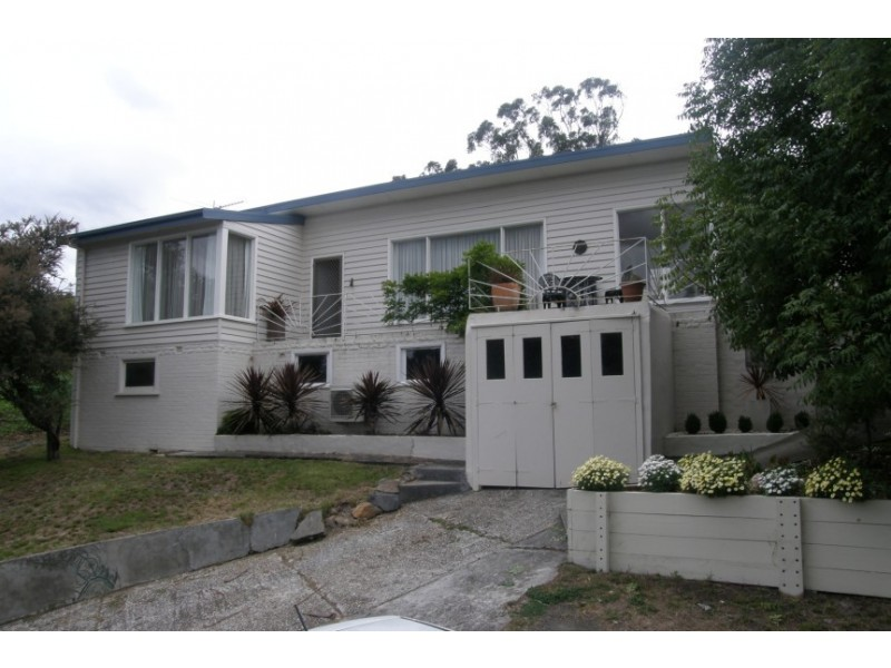 17 Roslyn Avenue, Kingston Beach TAS 7050
