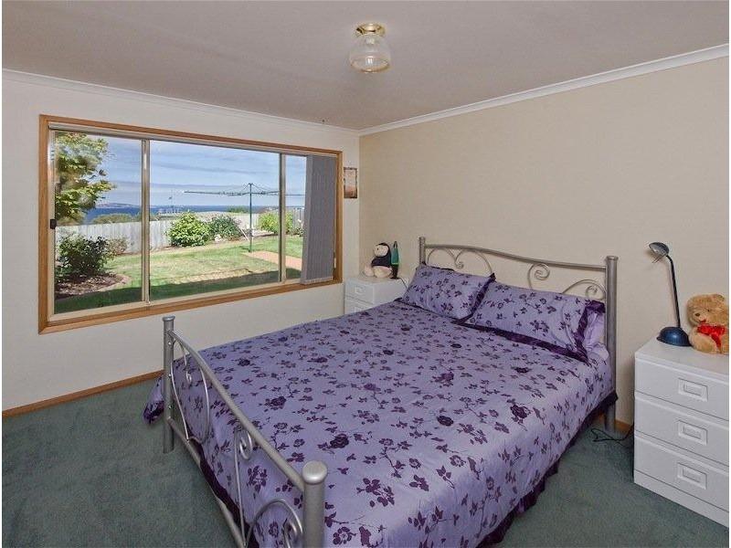 9 Donohoe Gardens, Kingston Beach TAS 7050