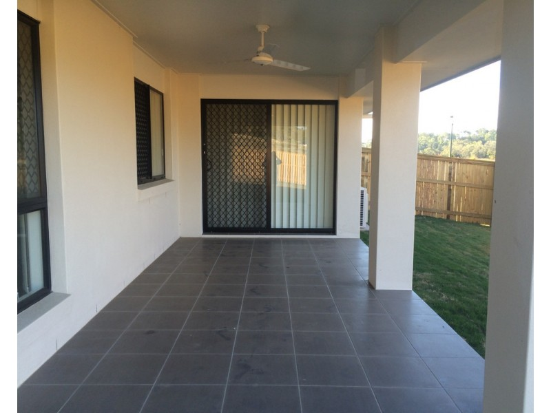 16 Hinkler Court, Rural View QLD 4740