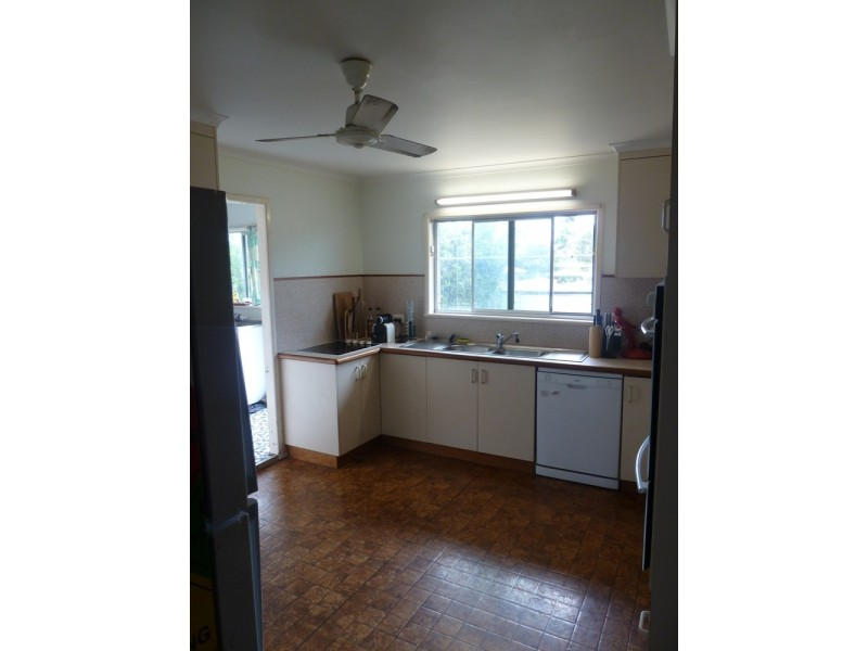 54 Beaconsfield Road, Beaconsfield QLD 4740