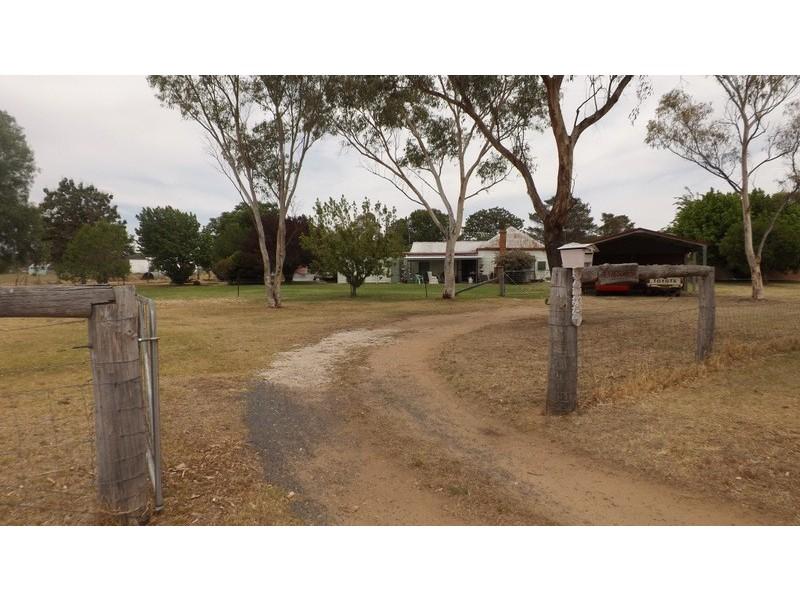 1 Yarren Street, Binnaway NSW 2395