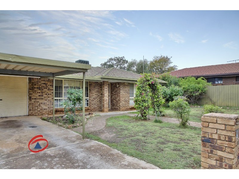 14 London Court, Craigmore SA 5114