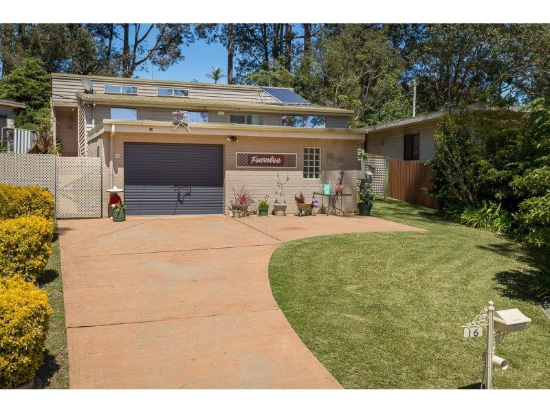 16 Christopher Crescent, Batehaven NSW 2536