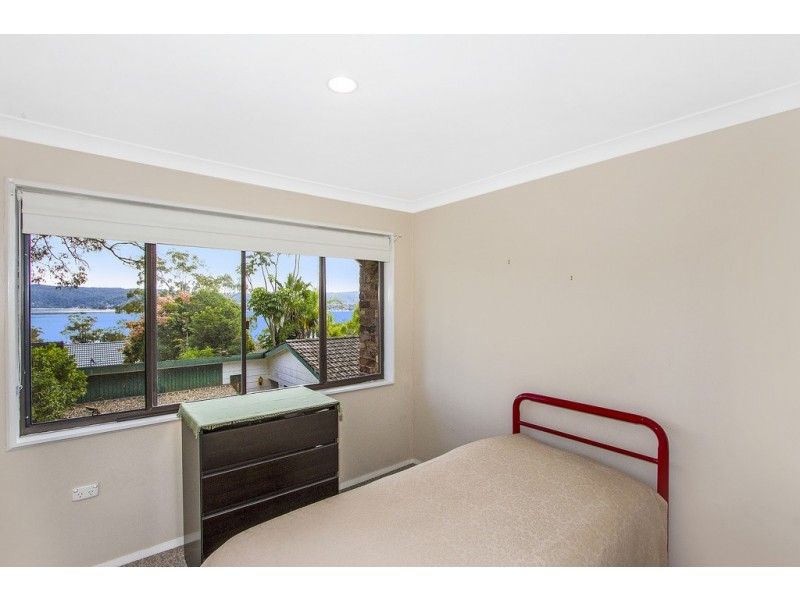 11 Greenslope Drive, Green Point NSW 2251