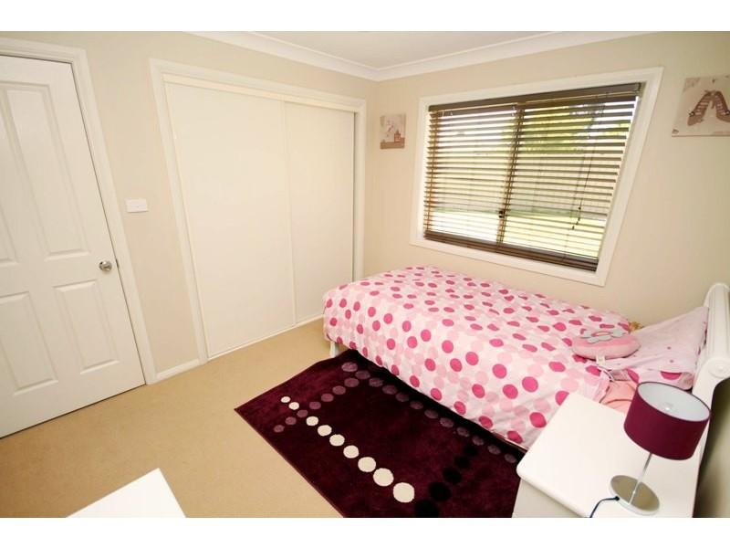 8 Birri Place, Glenfield Park NSW 2650
