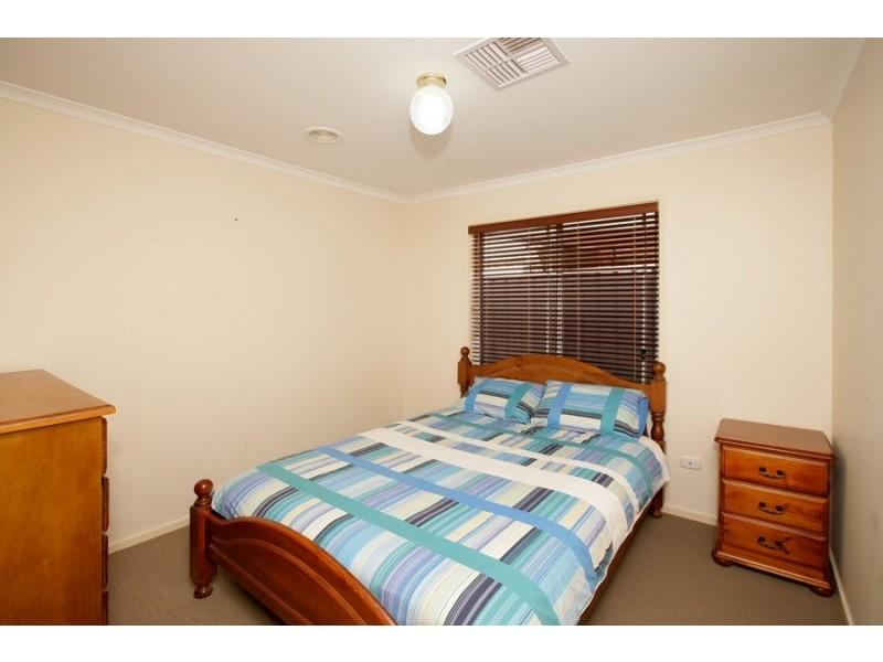 20 Nicholi Crescent, Lake Albert NSW 2650