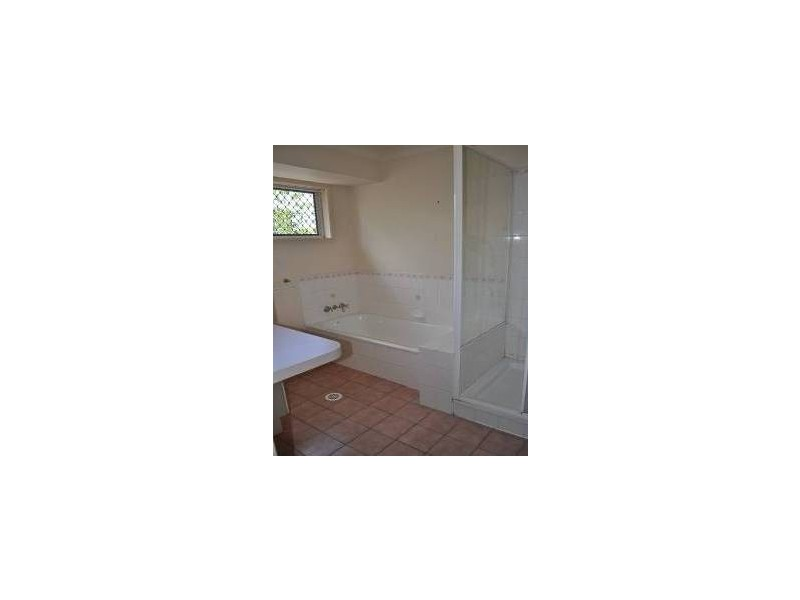 3 Backhouse Crt, Brassall QLD 4305