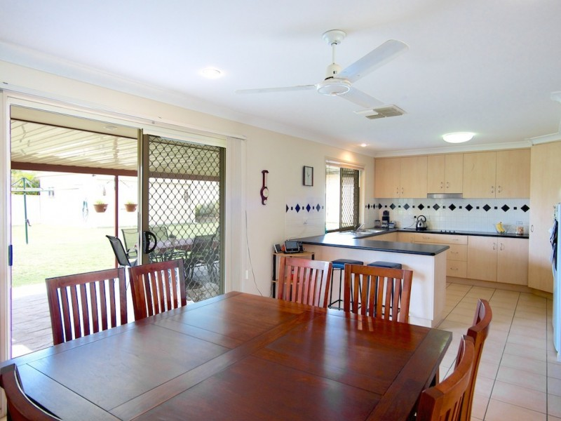 2 Chesterfield Pl, Flinders View QLD 4305