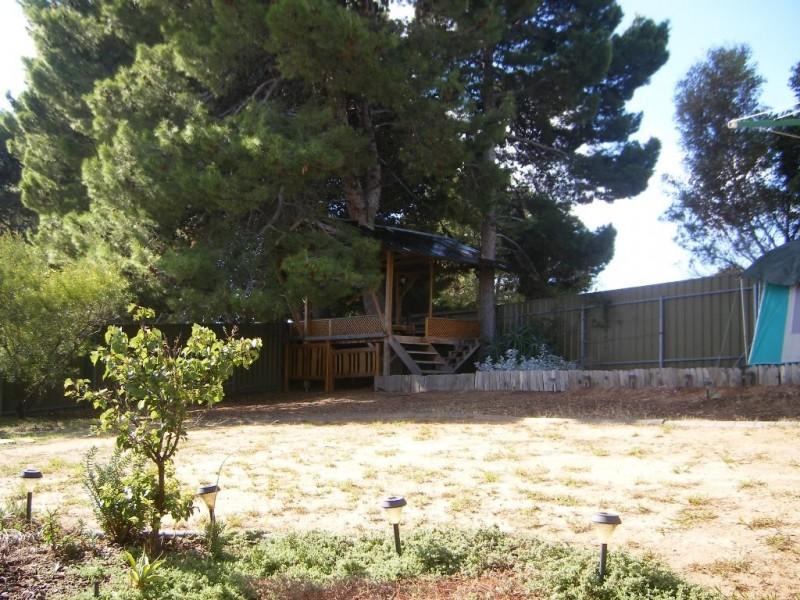 11 Weerab Drive, Hallett Cove SA 5158